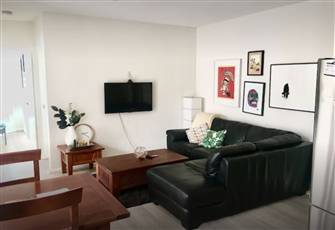 Bright and Quiet Hillsdale Apartment