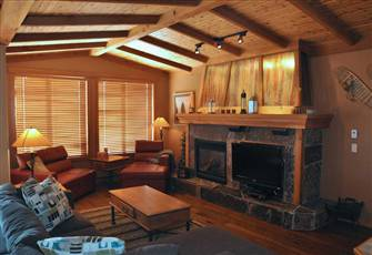Luxury Ski in/out Cabin Feel at Big White's Copper Kettle Lodge Private Hot Tub