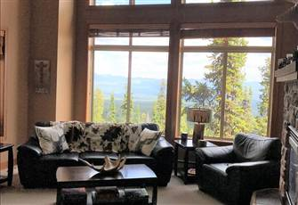 Spectacular Loft Chalet, Ski in/out, Private Hot Tub Mountain Views