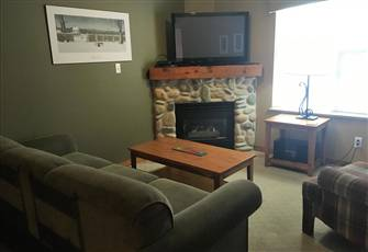 1 Bedroom / 1 Bath Quiet Top Floor (3rd Floor) in Creekside - Ski in/Ski out