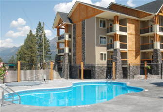 Radium Mountain Escape. 2 Br. Condo + Den - Top Flr.Golf on your Door Step/H Tub