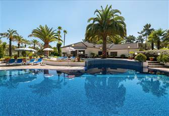 Luxury Villa with 4000 m2 of Private Land with Swimming Pool and Tennis Court.
