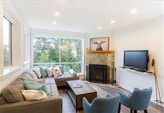 Elegantly Renovated, Gorgeous 4 Bedroom, 2 Baths, Ski in/out, Glorious Views!