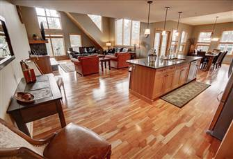 "Spacious, Penthouse Creekside Suite at ""Rundle Cliffs"" in the Heart of Canmore ~"