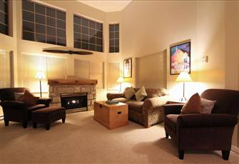 Spacious Mountain View Condo with Vaulted Ceilings