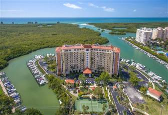 Relaxing Waterfront Sunsets in Large Condo!