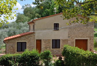 A Cottage in Delightful Unspoilt Tuscany - Stupendous Views and Large Pool