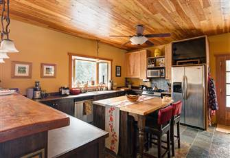 Beautiful Mountain Lodge with Amenities of Home
