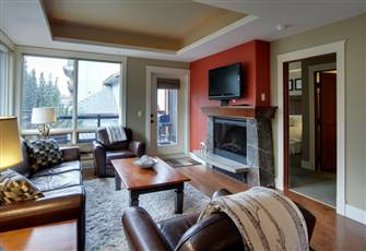 Luxury Corner Suite Solara. Private Setting with Views! (Rockies Rentals)