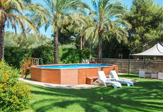 Villa with Pool and Fenced Garden Close to the Sea