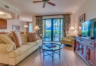 Beautiful Luxurious Condo - in High End Resort in Naples Close to Downtown