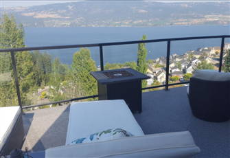 Kelowna Cottage - 2 Bed, 2 Bath, Sleep 6 - Breathtaking Views from Private Deck