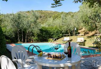 Tuscany: Private Villa,  Stunning Views. Perfect for 2 - 4 Guests