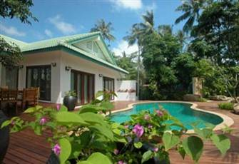 Luxury 4-Bedroom Villa 10 second walk to the beach