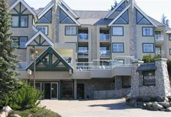 Quiet Corner Unit in Wildwood Lodge Close to Blackcomb Base.