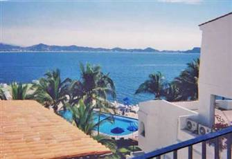 Beautiful Oceanfront Studio condo in Puerto Las Hadas Resort, Manzanillo, Mexico