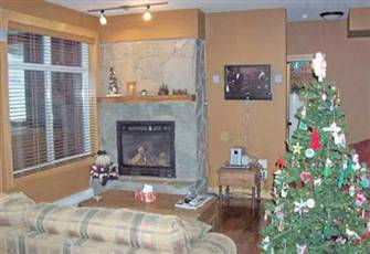 Cozy, modern ski in\ski out condo with private deck and hot tub,