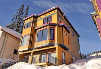 Spectacular Silver Star Ski House. True Ski in/out Access with Rooftop Hot Tub.