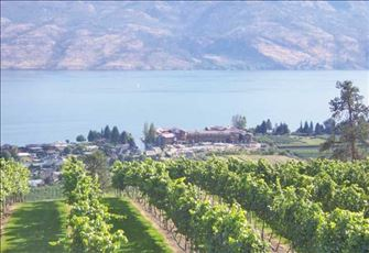 Luxury on Okanagan Lake Located in  Front of World Class Wineries