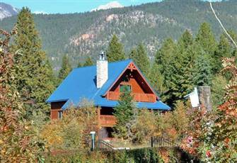 Bright New Four Bedroom Vacation Home with Beautiful Mountain Views