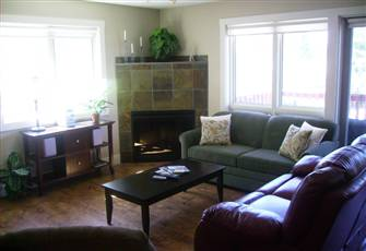 Relaxing Radium Condo~**New**~*Free Daily Access to Radium Rec Ctr!