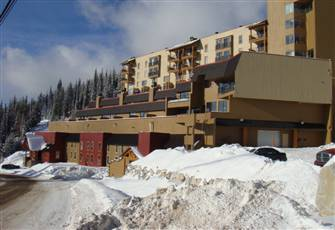 Friendly and Comfortable Moguls 2 Storey Condo, Ski in & out Best Access on the