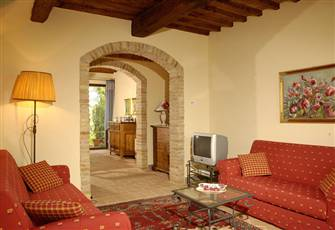 Beautiful Two Bedroom Split Level Apartment in Tuscany