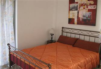 Loutraki Downtown Studio, 50 Meters from the Beachfront, Close to Everything