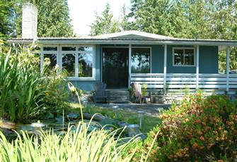 Beautiful Cozy Waterfront Cottage Madeira Park in Pender Harbour