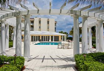 Newly renovated condo close to the beach and services