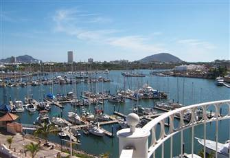Marina-View Penthouse Property, Excellent Pricing for Multiple Month Rentals.
