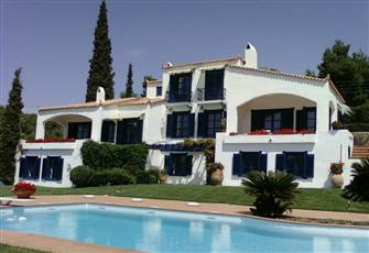 Exeptional Villa Idealy Situated in the Best location