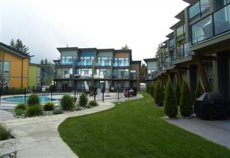 Modern Luxury Waterfront Condo at Shuswap Lake Resort