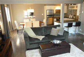 Modern Renovated Condo in the Heart of Canmore - Sleeps 6!