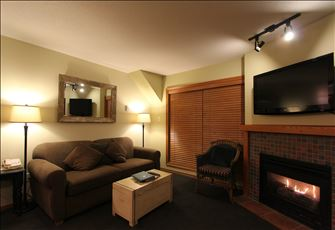 Comfortable Ground Floor 2-Bedroom Condo with Private Hot Tub