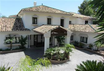 Luxury Villa Situated in the Golf Valley of Nueva Andalucia Marbella