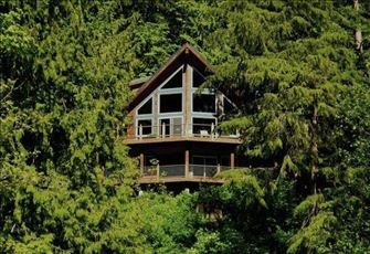 Cedar Chalet Offering Spectacular Views of Silver Lake