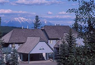 Affordable Alpine Getaway; Ski in/Ski out; Private Hot Tub; Golf Mecca.