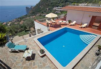 Swimming-Pool and Private Terrace with Amazing Sea View