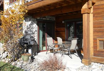 Executive Mountain Escape Condo ~ Excellent Location ~ Walk to Everything