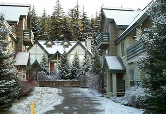 Comfortable, Clean and Spacious. Ski in from Home Run off of Blackcomb.