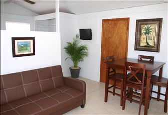 Beautiful Guest House, Grand Turk. Near to Beach, Affordable Vacation Home