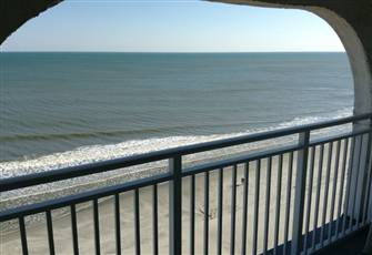 Top Floor Ocean Front Efficency with Kitchenette Sleeps 4 Minutes from Airport