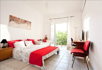 Cozy Apartment with Athens and Acropolis Views, Close to Metro and Alimos Beach