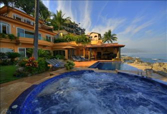 Stunning 6 Bedroom Beachfront Luxury Villa