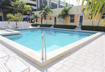 Charming Hollywood Beach Condo