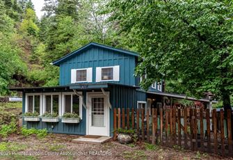 Upper Canyon Cabin, 3 Bedrooms, Electric Fireplace, Hot Tub, Sleeps 6