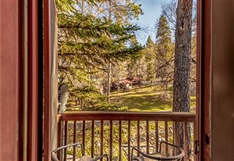 River Bend Lodge, 5 Bedrooms, Pool Table, Patio, WiFi, Sleeps 12