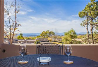 Eastside Enchantment, 2 Bedrooms, Kiva Fireplaces, Patio, WiFi, Sleeps 4