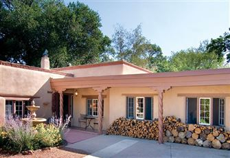 Garcia Street Adobe, 3 Bdrms, Historic Eastside, Private, Patios, Sleeps 6